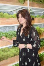 Twinkle Khanna At Launch Of Foodhall Immersive Super Store on 28th Nov 2018 (6)_5bff91362bbbb.JPG