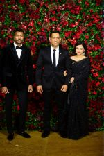 Mahendra Singh Dhoni at Deepika Padukone and Ranveer Singh_s Reception Party in Mumbai on 1st Dec 2018 (141)_5c04dcee8cae8.JPG