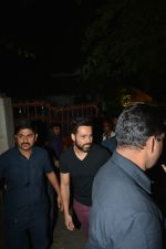 Emraan Hashmi Spotted Post A Shoot At Pali Hill on 2nd Dec 2018 (4)_5c076d2028ce1.JPG