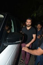 Emraan Hashmi Spotted Post A Shoot At Pali Hill on 2nd Dec 2018 (8)_5c076d2893f29.JPG