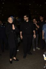 Goldie Behl with Sonali Bendre returns from USA after her treatment on 2nd Dec 2018