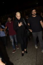 Sonali Bendre returns from USA after her treatment on 2nd Dec 2018