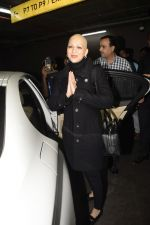 Sonali Bendre returns from USA after her treatment on 2nd Dec 2018 (22)_5c076e698b3d5.JPG