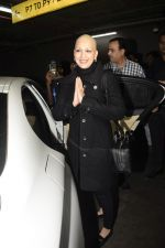 Sonali Bendre returns from USA after her treatment on 2nd Dec 2018 (23)_5c076e6b00a57.JPG
