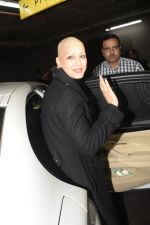 Sonali Bendre returns from USA after her treatment on 2nd Dec 2018 (26)_5c076e6f33d99.JPG