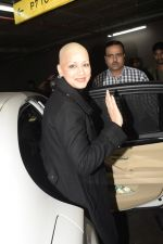 Sonali Bendre returns from USA after her treatment on 2nd Dec 2018 (27)_5c076e70a3ad8.JPG