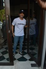 Tusshar Kapoor Spotted At Bastian In Bandra on 2nd Dec 2018 (5)_5c076faf08d90.JPG