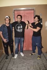 Varun Dhawan, Varun Sharma & Dinesh Vijan spotted at pvr juhu on 2nd Dec 2018 (5)_5c0770042a4bf.JPG