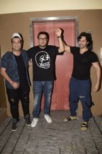 Varun Dhawan, Varun Sharma & Dinesh Vijan spotted at pvr juhu on 2nd Dec 2018 (7)_5c077005819ca.JPG