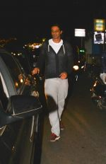 Arjun Rampal spotted at Hawain Shack in bandra on 4th Dec 2018 (3)_5c08c602193d3.jpg