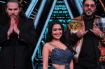 Badshah, Matt Hardy, Neha Kakkar at Indian Idol Session 10 for Shoot Special Episode on 5th Dec 2018 (72)_5c08d23f39ca7.JPG
