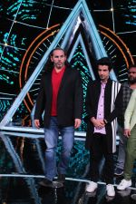 Matt Hardy at Indian Idol Session 10 for Shoot Special Episode on 5th Dec 2018 (90)_5c08d294a874f.JPG