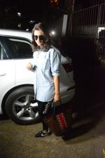 Parineeti Chopra Spotted At Kromkay Salon In Juhu on 6th Dec 2018 (1)_5c0a18015466f.JPG