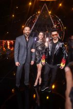 Ranveer Singh, Sara Ali Khan, Rohit Shetty At the Promotion of Film SIMMBA On the Sets Of Indian Idol on 13th Dec 2018 (13)_5c121c1777ffc.JPG