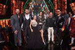 Ranveer Singh, Sara Ali Khan, Rohit Shetty, Manish Paul, Neha Kakkar At the Promotion of Film SIMMBA On the Sets Of Indian Idol on 13th Dec 2018 (23)_5c121c19c2669.JPG