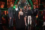 Ranveer Singh, Sara Ali Khan, Rohit Shetty, Manish Paul, Neha Kakkar At the Promotion of Film SIMMBA On the Sets Of Indian Idol on 13th Dec 2018 (27)_5c121c73c13c8.JPG