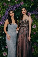 Vaani Kapoor, Diana Penty at Dinesh Vijan and Pramita Tanwar_s wedding reception in jw marriott juhu on 15th Dec 2018 (25)_5c1752d841954.jpg