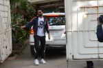 Vicky Kaushal spotted at sunny sound juhu on 15th Dec 2018 (3)_5c1744215a566.JPG