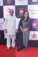 Gulzar at Red Carpet of Star Screen Awards 2018 on 16th Dec 2018 (5)_5c18928152822.JPG