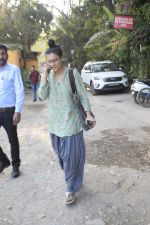 Kajol Spotted At Physioflex Versova on 17th Dec 2018 (6)_5c189e18bea81.JPG