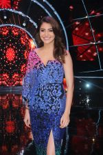 Anushka Sharma with team Zero on the sets of Indian Idol Grand Finale in Yashraj Studio, Andheri on 19th Dec 2018 (60)_5c1b377f40307.JPG