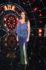 Anushka Sharma with team Zero on the sets of Indian Idol Grand Finale in Yashraj Studio, Andheri on 19th Dec 2018 (63)_5c1b37595674c.JPG