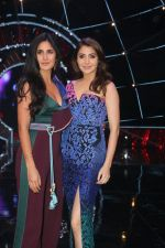 Katrina Kaif,  Anushka Sharma with team Zero on the sets of Indian Idol Grand Finale in Yashraj Studio, Andheri on 19th Dec 2018 (65)_5c1b375d1cd42.JPG