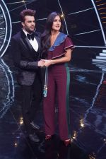 Katrina Kaif, Manish Paul with team Zero on the sets of Indian Idol Grand Finale in Yashraj Studio, Andheri on 19th Dec 2018 (48)_5c1b381b9c628.JPG