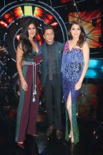 Katrina Kaif, Shah Rukh Khan, Anushka Sharma with team Zero on the sets of Indian Idol Grand Finale in Yashraj Studio, Andheri on 19th Dec 2018 (50)_5c1b37670ce44.JPG