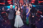 Katrina Kaif, Shah Rukh Khan, Anushka Sharma with team Zero on the sets of Indian Idol Grand Finale in Yashraj Studio, Andheri on 19th Dec 2018 (62)_5c1b376be878e.JPG