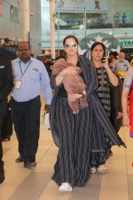 Sania Mirza With Her Newborn Baby Arrives At The Mumbai Airport on 19th Dec 2018 (2)_5c1c8ac36b8ac.JPG