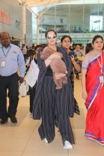 Sania Mirza With Her Newborn Baby Arrives At The Mumbai Airport on 19th Dec 2018 (3)_5c1c8ac55704d.JPG