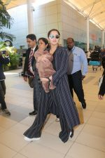 Sania Mirza With Her Newborn Baby Arrives At The Mumbai Airport on 19th Dec 2018 (6)_5c1c8accaaf54.JPG