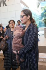 Sania Mirza With Her Newborn Baby Arrives At The Mumbai Airport on 19th Dec 2018 (9)_5c1c8ad2e43c4.JPG