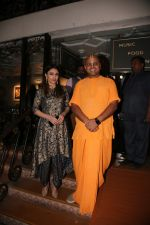 Soha Ali Khan, Gaur Gopal Das  at the Crossword Book Awards in Royal Opera House, Mumbai on 21st Dec 2018 (22)_5c1de82018738.JPG