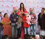 Aishwarya Rai Bachchan celebrates Christmas with Cancer patients in Carnival cinemas in Wadala on 25th Dec 2018 (12)_5c29cebe26528.jpg