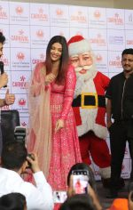 Aishwarya Rai Bachchan celebrates Christmas with Cancer patients in Carnival cinemas in Wadala on 25th Dec 2018 (14)_5c29cec2cd7f0.jpg