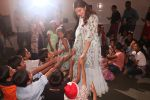 Jacqueline Fernandez celebrates Christmas with underprivileged children at bandra on 25th Dec 2018 (13)_5c29cec98adc3.JPG