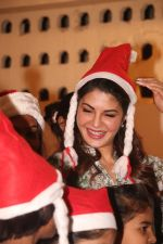 Jacqueline Fernandez celebrates Christmas with underprivileged children at bandra on 25th Dec 2018 (17)_5c29ced436a7a.JPG