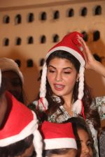 Jacqueline Fernandez celebrates Christmas with underprivileged children at bandra on 25th Dec 2018 (18)_5c29cedcb7dc1.JPG