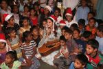 Jacqueline Fernandez celebrates Christmas with underprivileged children at bandra on 25th Dec 2018 (26)_5c29cef702409.JPG