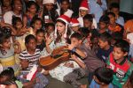 Jacqueline Fernandez celebrates Christmas with underprivileged children at bandra on 25th Dec 2018 (28)_5c29cefe99a3d.JPG