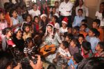 Jacqueline Fernandez celebrates Christmas with underprivileged children at bandra on 25th Dec 2018 (31)_5c29cf059bdc5.JPG