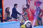 Shahrukh Khan promote film Zero on the sets of Star plus show Dance plus at Filmistan in goregaon on 22nd Dec 2018 (14)_5c29b575d9f04.JPG