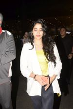 Janhvi Kapoor spotted at airport in andheri on 29th Dec 2018 (23)_5c2c6ebe506d3.JPG