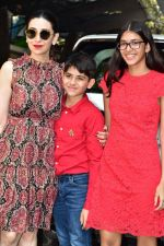 Karisma Kapoor attends the christmas brunch at Shashi Kapoor_s house in juhu on 25th Dec 2018 (55)_5c2c564901c2f.JPG