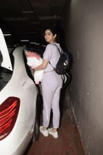 Khushi Kapoor spotted at airport in andheri on 29th Dec 2018 (55)_5c2c6ef6aef6c.JPG