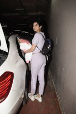 Khushi Kapoor spotted at airport in andheri on 29th Dec 2018 (57)_5c2c6ef957e32.JPG