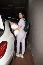Khushi Kapoor spotted at airport in andheri on 29th Dec 2018 (58)_5c2c6efacf2cf.JPG