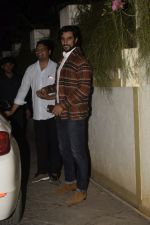 Kunal Kapoor at Sonali Bendre_s Birthday Party in Juhu on 1st Jan 2019 (35)_5c2cc47bc22d0.JPG